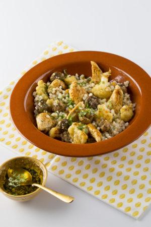 Tricolore couscous, bloemkool, kruidige kipfilet